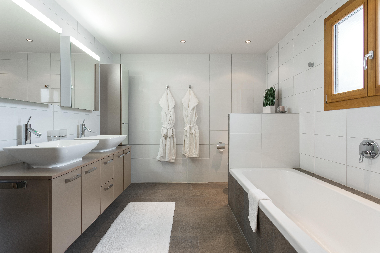 salle de bain hot tub sauna chalet charbray. Black Bedroom Furniture Sets. Home Design Ideas